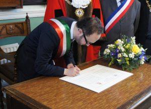 Gubbio Mayor signing